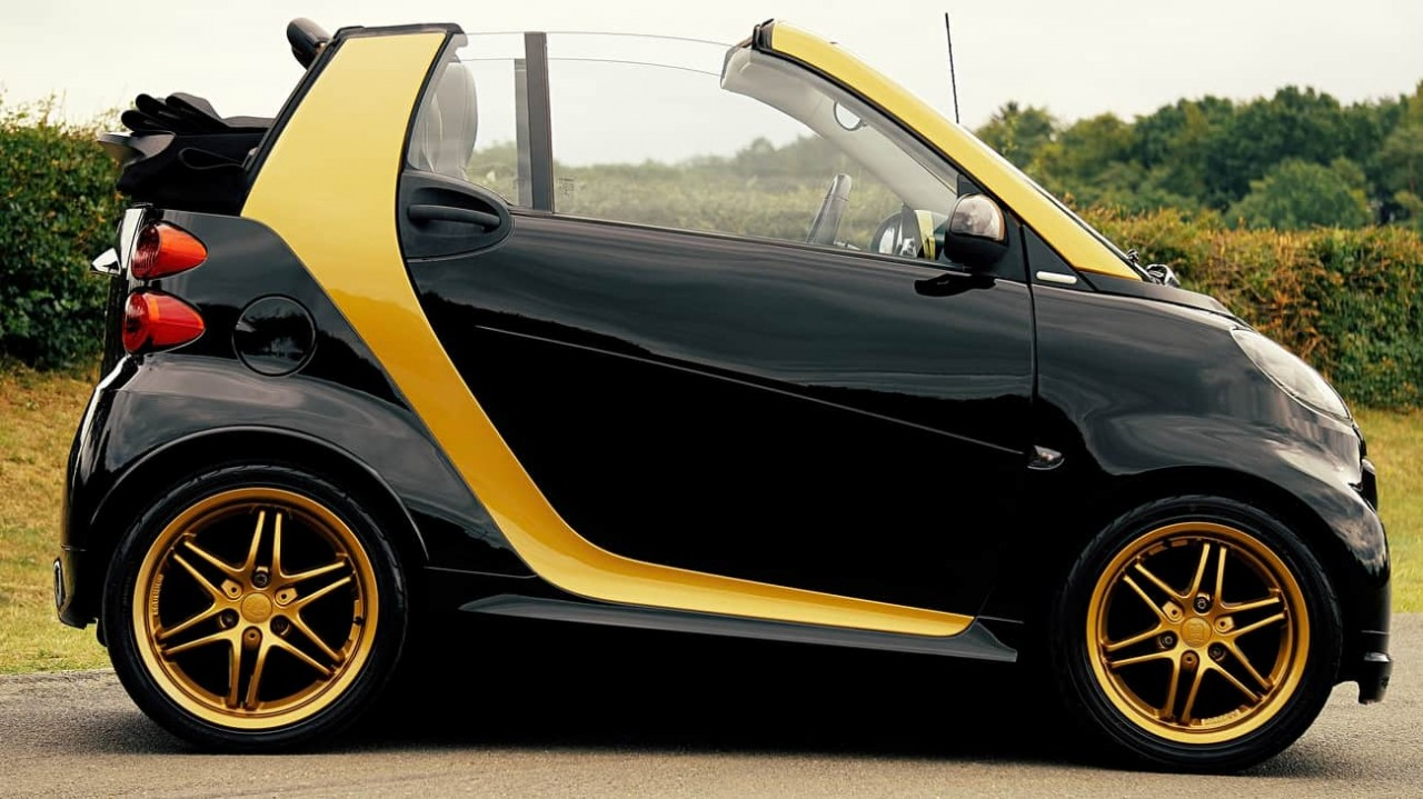 black-and-yellow-smart-car-on-
